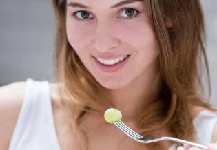 dieta na trądzik - Jakie pokarmy wywołują trądzik i czy lekarstwo na niego możesz znaleźć na własnym talerzu? | La Roche-Posay