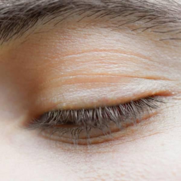 Bardzo sucha skóra pod oczami | Jak zniwelować objawy suchej skóry pod oczami? - La Roche-Posay
