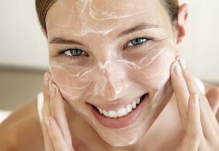 Ręka ilustracja Pielęgnacja skóry coraz więcej dorosłych cierpi | La Roche Posay