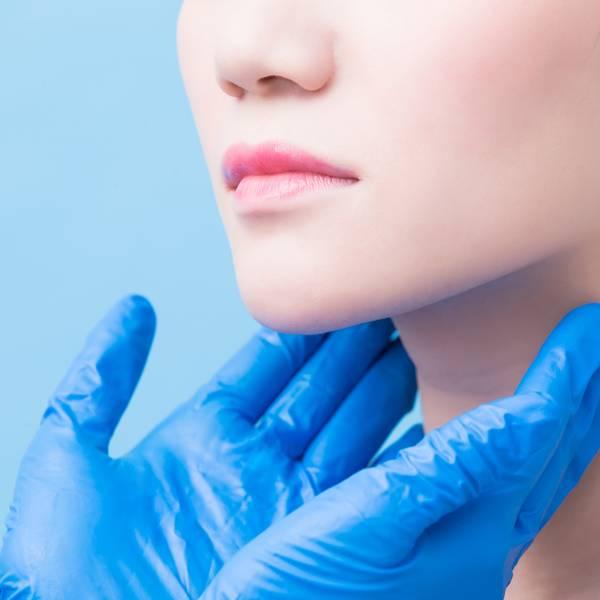 Krostki pod oczami | Szczoteczki do oczyszczania twarzy - czyli różne sposoby mycia twarzy - La Roche-Posay