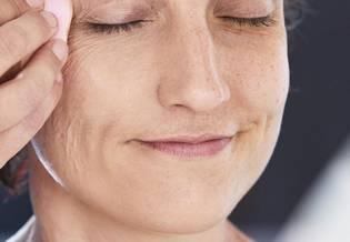 Uszkodzona Jak zakryć bliznę makijażem | La Roche Posay