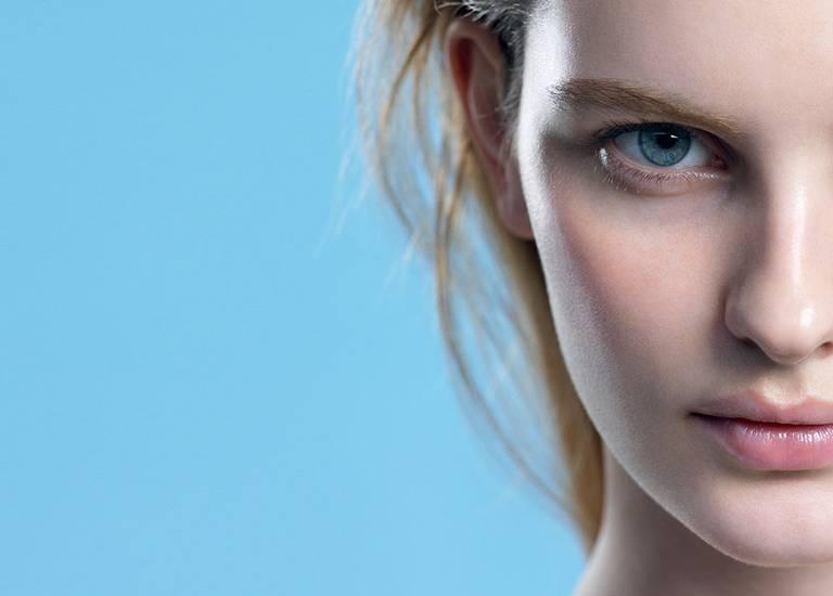 seriaPielęgnacja skóry y oczyszczające płyn micelarny modelka | La Roche Posay